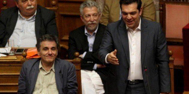 Pil, Grecia sorprende tutti e cresce dello 0,8% nel 2° trimestre. Il Parlamento vota il piano di salvataggio,...