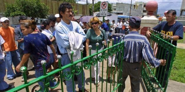 SAN JOSE, COSTA RICA:  Nicaraguan immigrants line up on August 20, 2001 infront of an immigration office in San Jose to ask f