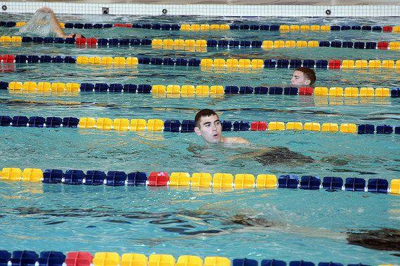 5 comportamenti assurdi nelle piscine tedesche (dal punto di vista di
