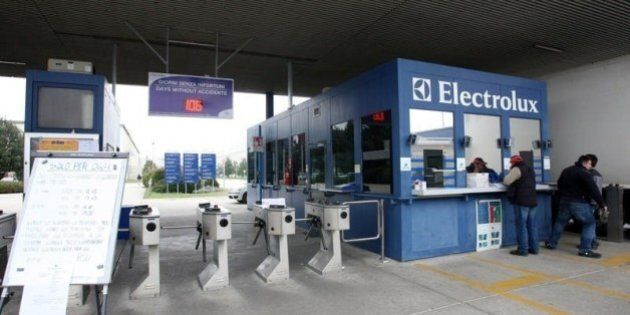 Electrolux, 100 operai al lavoro a Ferragosto. Attivate due linee di