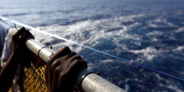 Migranti, strage di Ferragosto: 49 morti su barcone proveniente dalla Libia, soffocati nella