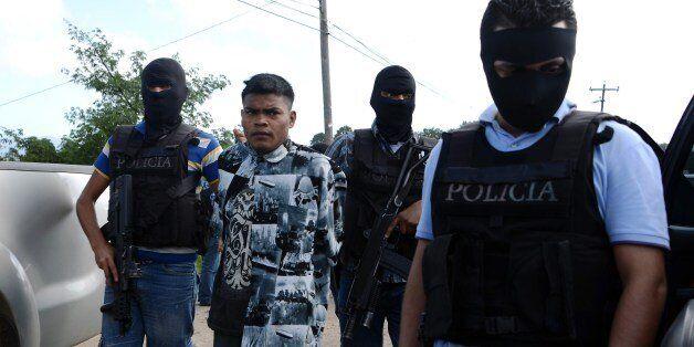 Agents of the Bureau of Criminal Investigation and the Special Response Squad arrest Mara 18's leader Joaquin Garcia, aka 'El