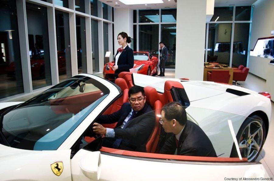 La Cina comunista che con i nuovi ricchi abbraccia il capitalismo.