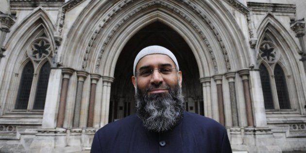 Anjem Choudary condannato per sostegno all'Isis. Predicatore radicale di Londra ha spinto molti ad andare...