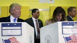 Donald Trump sbircia il voto di Melania, ironia sul web: controlla che stia votando per
