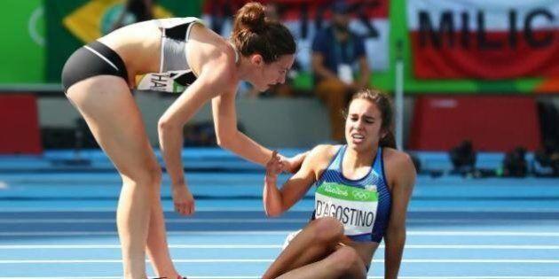 Rio 2016, Nikki Hamblin e Abbey D'Agostino cadono durante la corsa, ma si fermano ad aiutarsi a