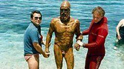 44 anni fa quest'uomo cercava un posto per pescare ma vide la spalla dei Bronzi di