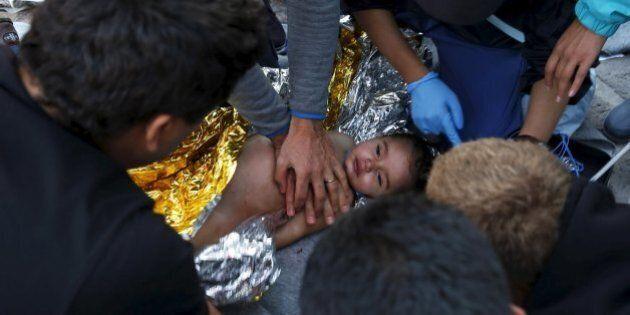 Ue: tre milioni di profughi in due anni. La clausola migranti sarà 0,2% del Pil. Il dramma dei bambini...