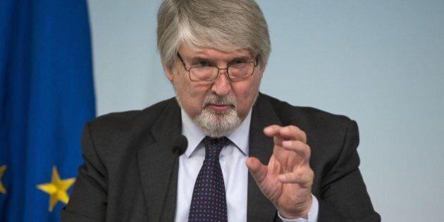 Reddito minimo, Giuliano Poletti a Repubblica: 320 euro al mese per un milione di poveri. Ci sono 600...