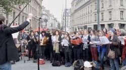 A Parigi l'orchestra suona