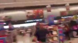 Le urla e poi il boato: la scossa di terremoto ripresa in un supermercato di