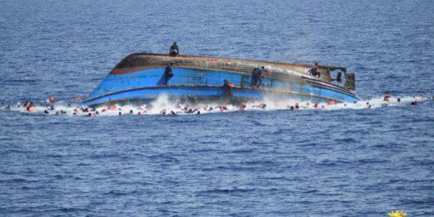 Naufragio nel Canale di Sicilia, almeno 30 morti. 2000 i migranti soccorsi e salvati in 24