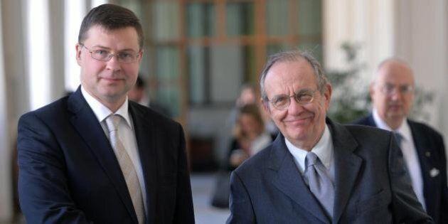 Valdis Dombrovskis contento per la resa di Pier Carlo Padoan: