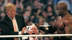 Quando Donald Trump picchiò e rasò i capelli a Vince McMahon, il capo dell'associazione america di wrestling