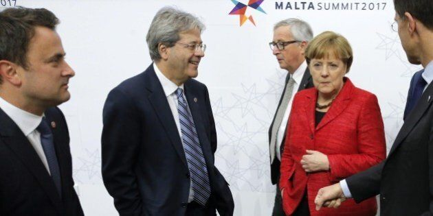 Italia convinta (o illusa) di stare nell'Europa che corre. Gentiloni si schiera con Merkel. Alfano, diverse...