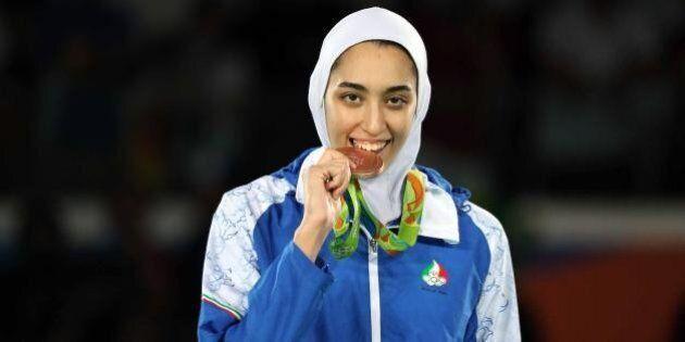 Olimpiadi, una donna iraniana vince una medaglia per la prima volta: Kimia Alizadeh Zenoorin è bronzo...