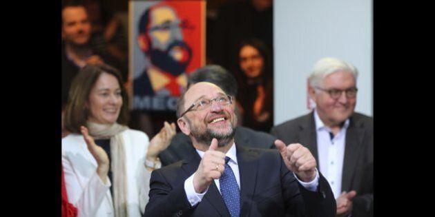 Martin Schulz avanza nei sondaggi, recupera 10 punti ad Angela Merkel in una settimana e diventa anche...