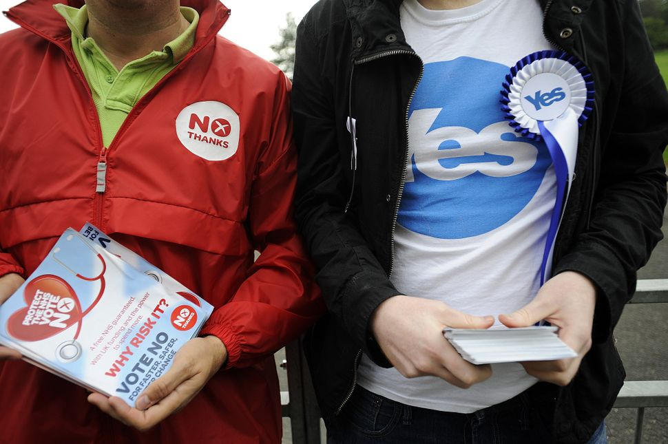Pro-independence and pro-union campaigners are pictured outside a polling station in east Glasgow, Scotland, on Sept. 18, 201