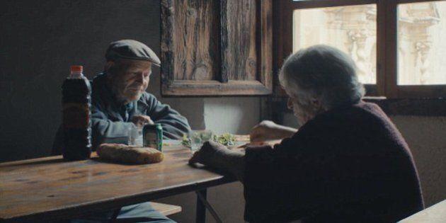 Marito e moglie vivono da 45 anni da soli in un villaggio abbandonato: una vita fuori dalla civiltà,...