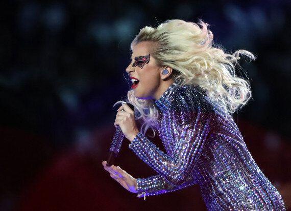 Lady Gaga al SuperBowl ha trasmesso un messaggio pro-Lgbt durante la performance (senza che ve ne siate