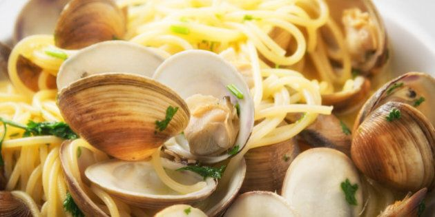 Spaghetti pasta and fresh clams