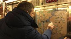 A New York i passeggeri cancellano le svastiche sulla metro.