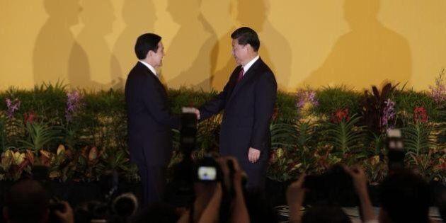 Incontro Cina Taiwan, storica stretta di mano tra i due presidenti, la prima dal