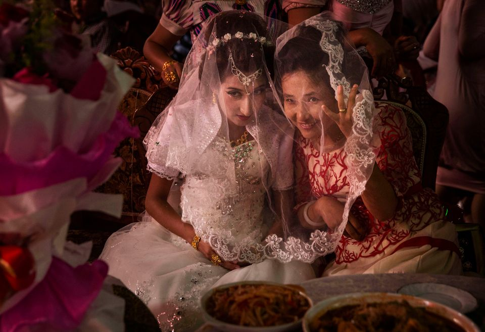 A Uighur bride talks with a friend at her  wedding celebration on August 2, 2014 in Kashgar, Xinjiang Uyghur Autonomous Regio