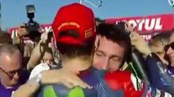Max Biaggi abbraccia Lorenzo