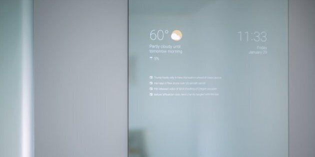 Lo specchio smart inventato nel tempo libero da un ingegnere di