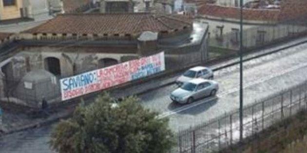 Striscione contro Roberto Saviano nel rione Sanità:
