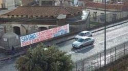 Striscione contro Saviano nel rione Sanità. Lo scrittore replica:
