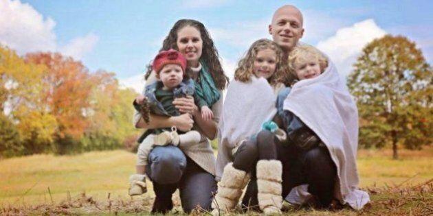 Stava lasciando il marito che le infliggeva delle violenze psicologiche ed emotive. Ora l'intera famiglia...
