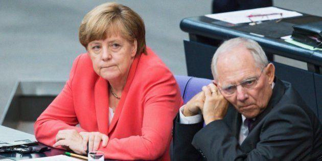 Germania, Bundestag approva il terzo salvataggio della Grecia. La Ue sigla il