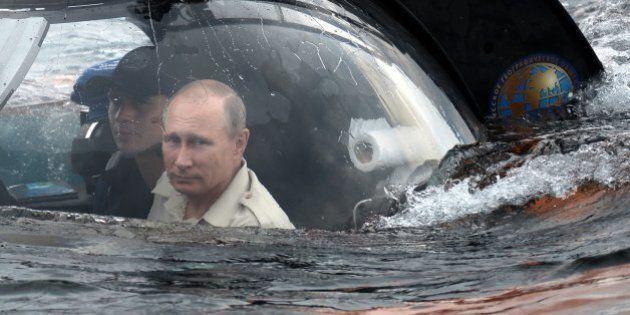 Vladimir Putin, avventura negli abissi: il presidente