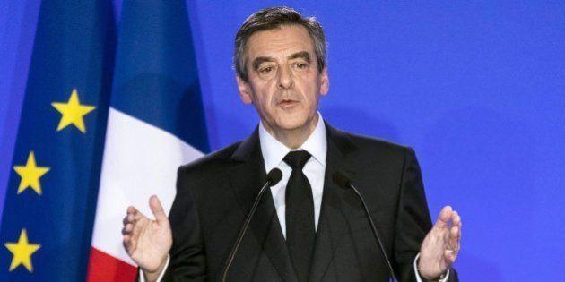 Nuove rivelazioni del Canard Enchaine: buonuscita da 45mila euro a Penelope, moglie di Francois Fillon....