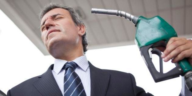 In arrivo l'aumento della benzina. Il Governo studia un decreto sulle accise entro fine mese per soddisfare