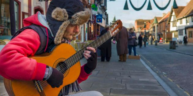 Fabio, musicista di strada: