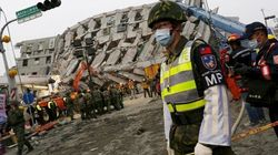 Taiwan trema per 40 secondi, crollano palazzine di 17 piani