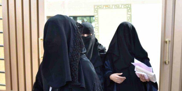 Arabia Saudita, donne elette costrette in una sala dalla quale comunicano via sms con gli