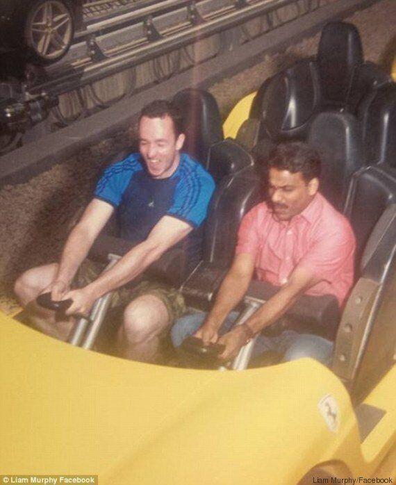 Il tassista non aveva mia visitato il parco Dubai World Ferrari, il turista gli regala il biglietto