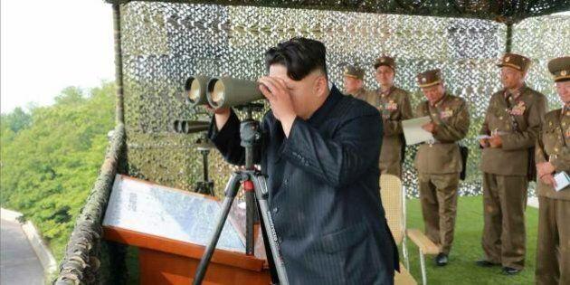 Corea del Nord apre il fuoco contro un altoparlante al confine. Corea del Sud risponde: decine di colpi...