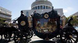 Musica del Padrino, carrozza e rose dall'elicottero per il funerale di Vittorio Casamonica