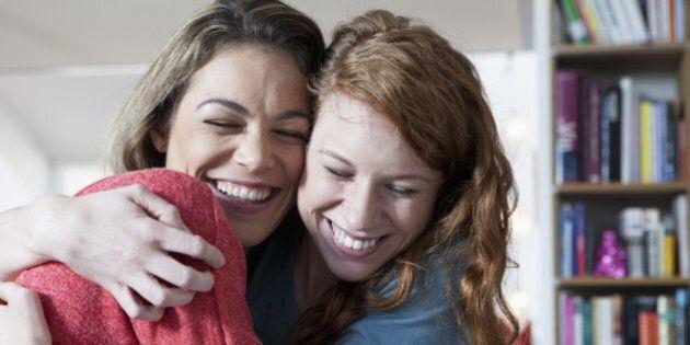 L'allegria è contagiosa e avere amici felici ci aiuta ad affrontare con successo momenti difficili