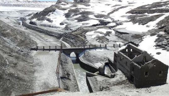 Il Vallo alpino del Duce riemerge dal fondo del lago del