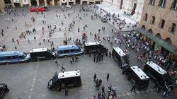 Scontri tra polizia e collettivi a Bologna per l'iniziativa di