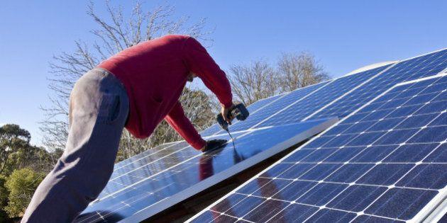 Energia solare negli USA, gli impieghi nel settore aumentano e sono ben pagati.