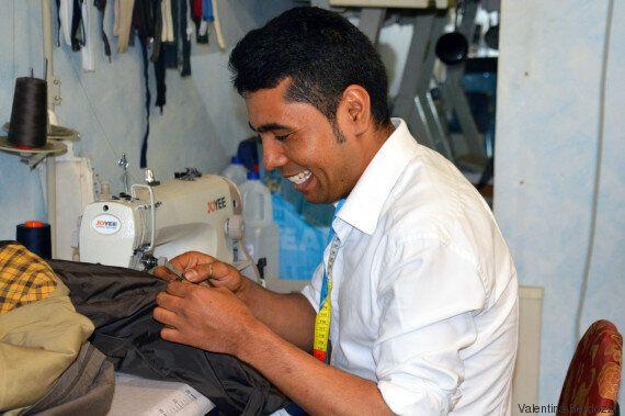 Mahdi Hosseini è scappato da Kabul ed è arrivato a Roma da clandestino: ora gestisce un negozio di