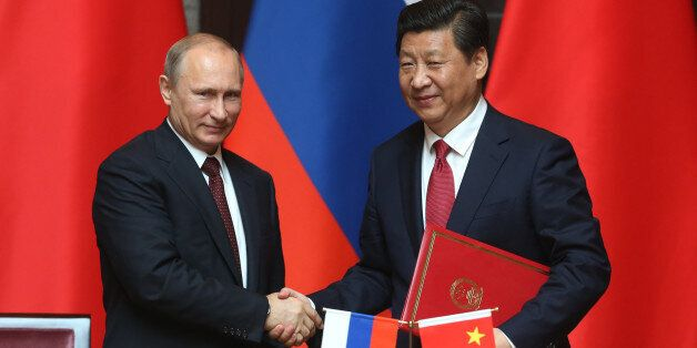 SHANGHAI, CHINA - MAY 20: Russian President Vladimir Putin (L) and Chinese President Xi Jingping (R) attend a welcoming cerem