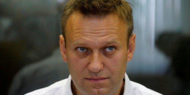 Alexei Navalni, principale oppositore di Vladimir Putin, condannato a 5 anni. Pena sospesa, ma non potrà...